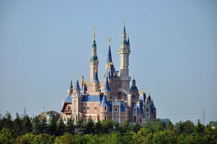Enchanted_Storybook_Castle_of_Shanghai_Disneyland